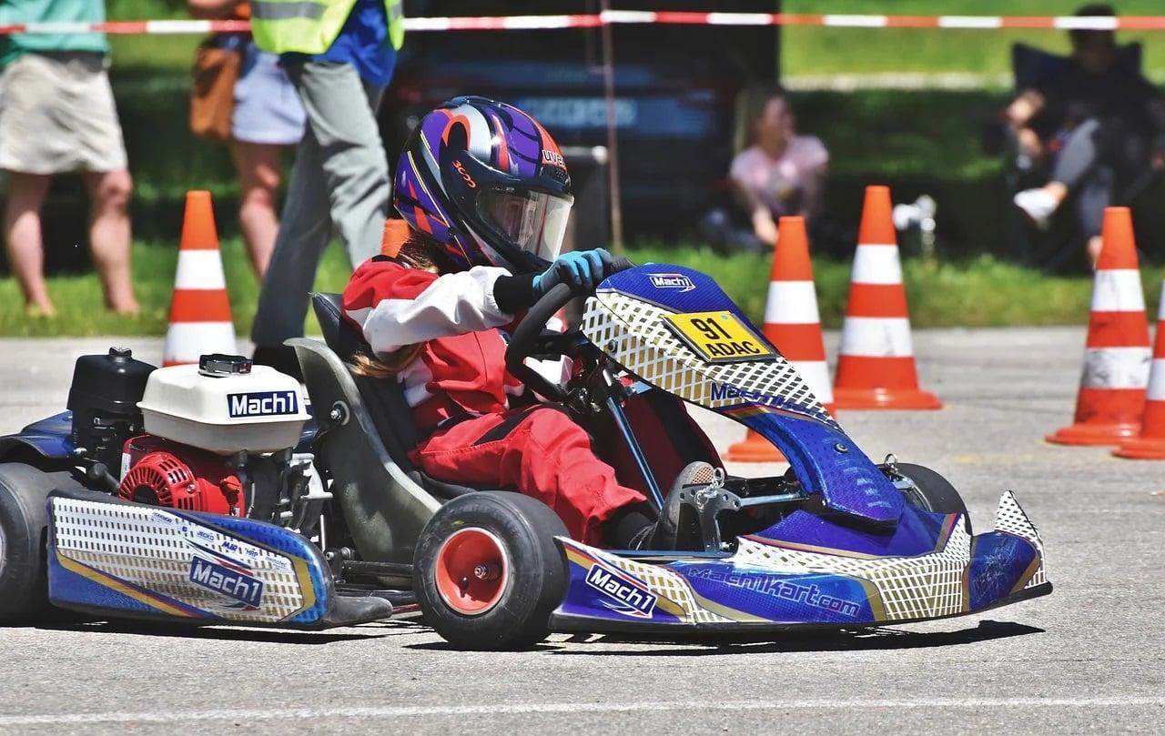 Débutant au karting : quelques astuces pour bien piloter